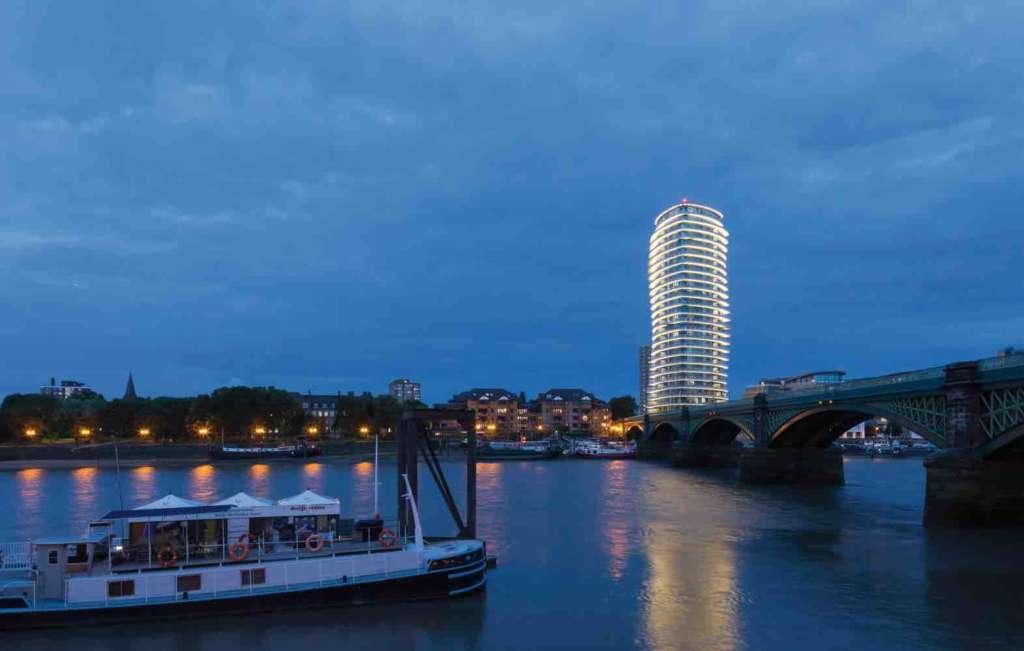 Lombard Wharf, il Bim lungo il fiume a Londra